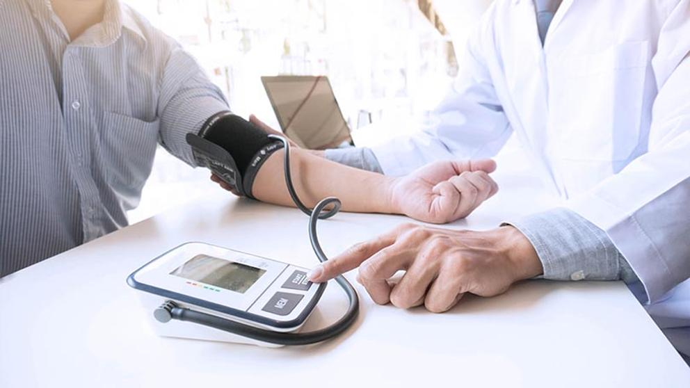 Médico especialista en hipertensión
