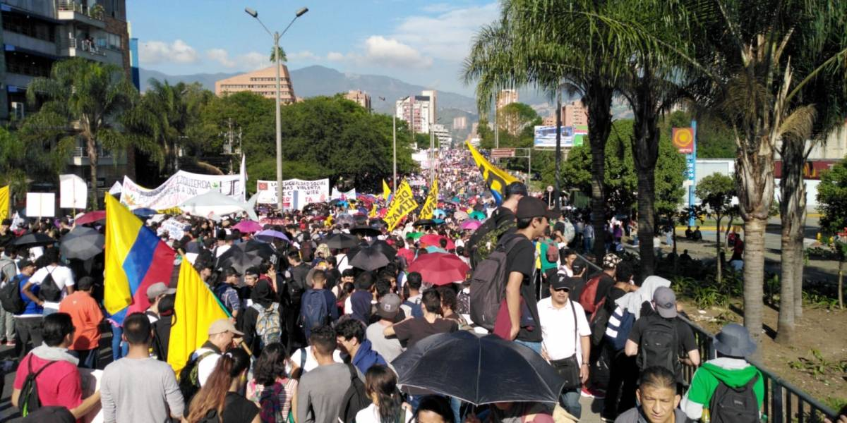 SALTA - Avanza jornada de paro nacional en Colombia con multitudinarias  marchas - ARGENTINA - Canal 7 Salta